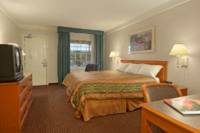 Spacious King Guest Rooms 4 of 8