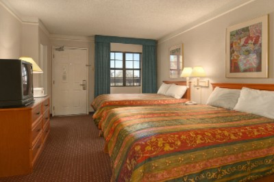 Spacious Double Queen Guest Rooms 5 of 8