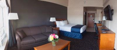 We Now Have Executive King Rooms With Park Town Pullouts 5 of 23