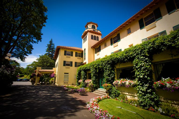 Columbia Gorge Hotel Spa 4000 Westcliff Dr Hood River Or 97031