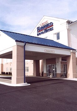 Fairfield Inn & Suites Naperville 1 of 16