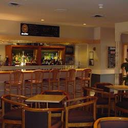 Oscar\'s Lounge Offers A Full Bar Comfortable Seating Pool Table And Flat Screen Tv\'s. 8 of 12