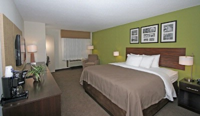 Sleep Inn & Suites-Harbour Pointe-King Bed 4 of 13