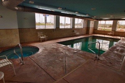 Indoor Heated Pool & Spa 9 of 16