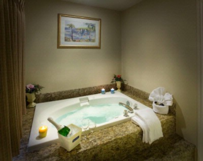 2 Person Jacuzzi Tub In King Jacuzzi Room 7 of 15