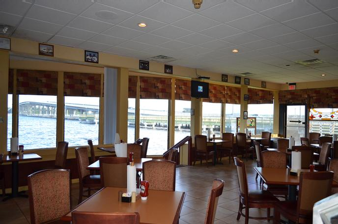 Beef O\' Brady\'s Dining Room Overlooking St Johns River 4 of 19