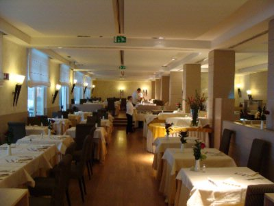 Aqualuce Main Restaurant Max 100 Pax 6 of 15