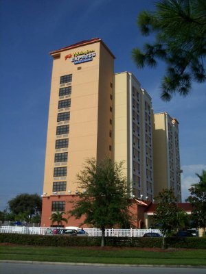 Holiday Inn Express & Suites 2 of 5