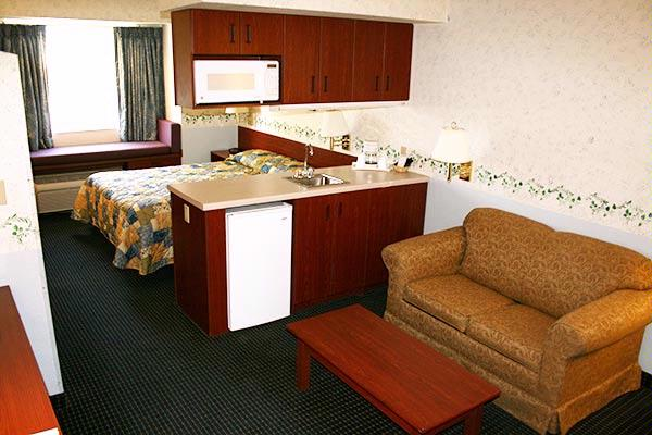 Queen Suite With Mini Fridge And Microwave 4 of 8