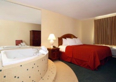 Jacuzzi Suites W/ King Size Bed 9 of 13