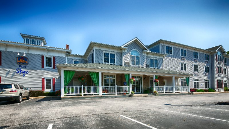 Best Western Plus Lawnfield Inn & Suites 1 of 16