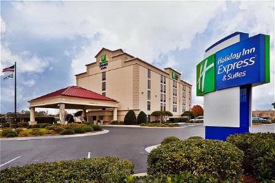 Holiday Inn Express & Suites 1 of 29