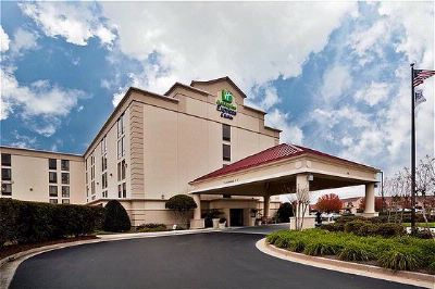 Holiday Inn Express-Wilmington Is Located Centrally From Historic Downtown Riverfront And Area Beaches. 5 of 29