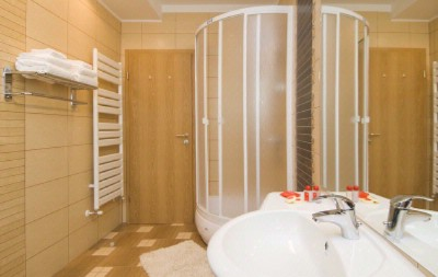Deluxe Bathroom 13 of 31