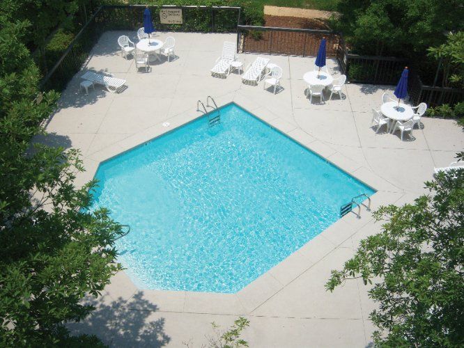 Unwind After A Day Of Driving Or Meeting Clients In Our Outdoor Pool 15 of 15