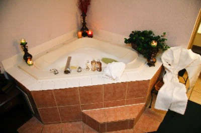 Romantic Jacuzzi In Many Of Our Rooms And Suites 5 of 7