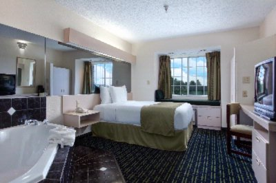 Relax In Our Whirlpool Suite 5 of 11
