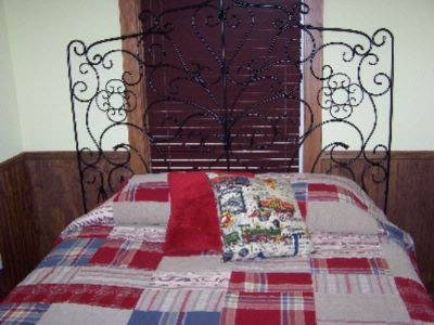 Railroad Cottage Queen Bed 8 of 22