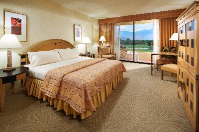 Deluxe Room With King Size Bed 3 of 11