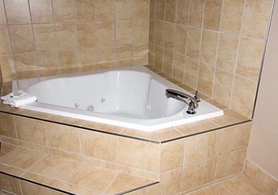 King Suite With Hot Tub 17 of 23