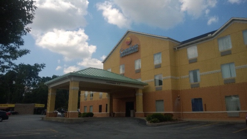 Comfort Inn & Suites 1 of 9