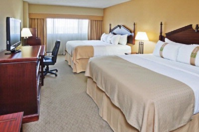 Double Queen Executive Guestroom 4 of 14