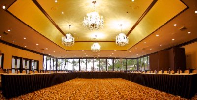 Ballroom With Windows For Meetings Up To 100 Attendees 3 of 16