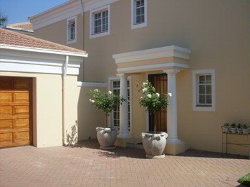 Self-Catering Duplex 3 Bedrooms Private Garden Own Entrance 7 of 8