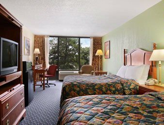 Days Inn & Suites Fort Jackson Guest Room 3 of 5