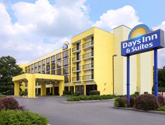 Days Inn & Suites Fort Jackson Exterior 2 of 5