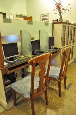 Guest Use Computers And Library 23 of 31
