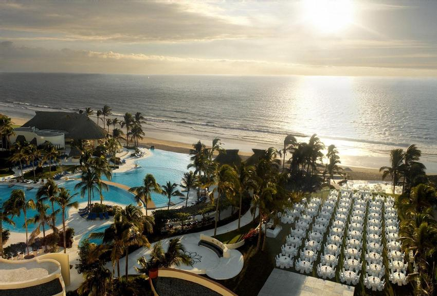 Ocean Garden -Location: Oceanfront Next To The Infinity Pool. Characteristics: Large Outdoor Lawn For Events Surrounded By Beautiful Tropical Foliage 20 of 31