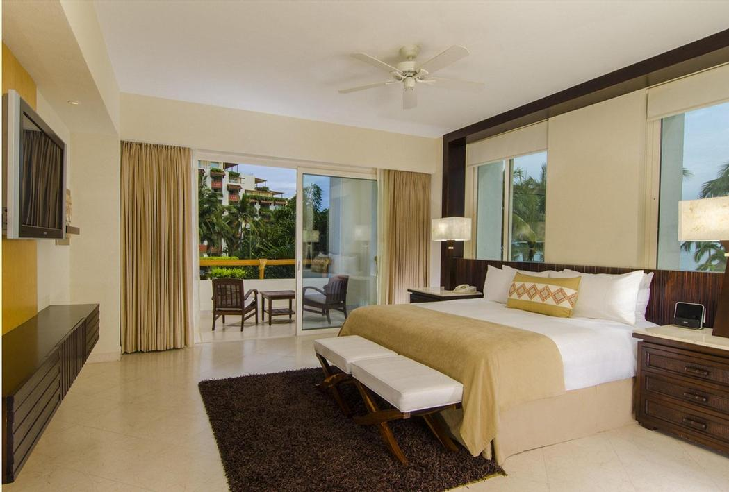 Governor Suite -Private Terrace – Living Area – Separate Bedroom With Private Terrace – 2 Bathrooms With Bathtub 8 of 31