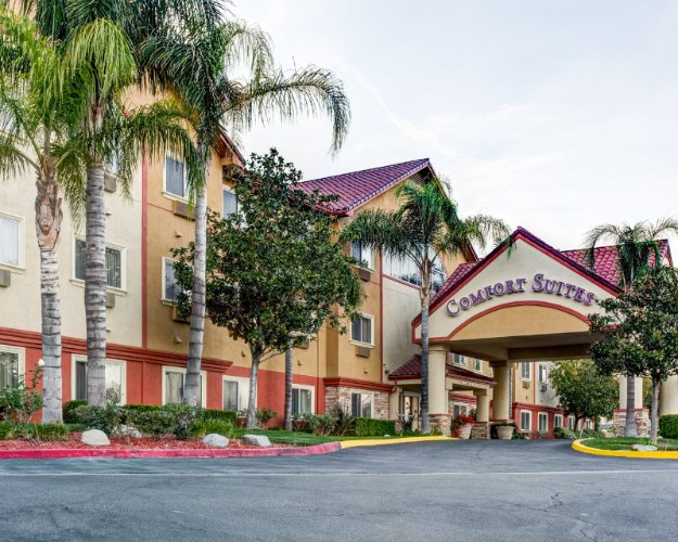 Image of Comfort Suites Near Six Flags Magic Mountain