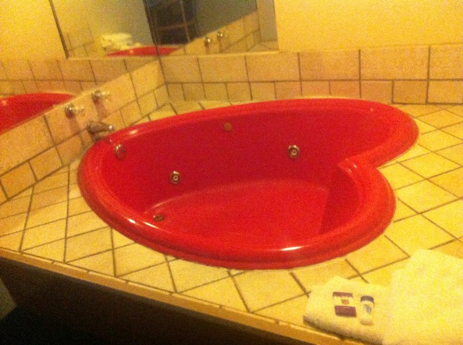Heart Shaped Jacuzzi 6 of 16