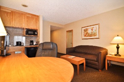Bw Plus Placentia Inn & Suites Junior Suite 8 of 9