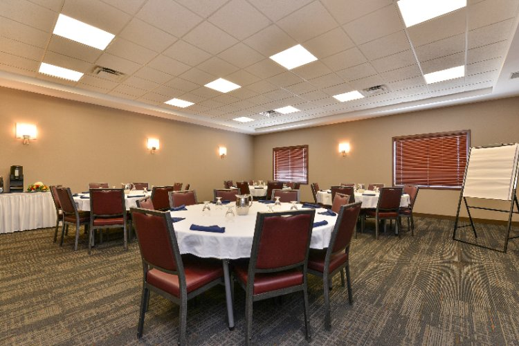 Modern Meeting Facilities Are Available 9 of 17