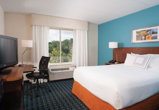 King Rooms Have Everything For The Modern Business Traveler 6 of 12