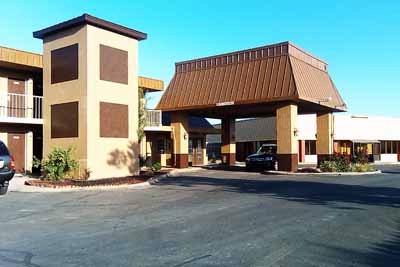 MAGNUSON HOTEL RED BARON Garden City KS 2205 East Fulton 67846