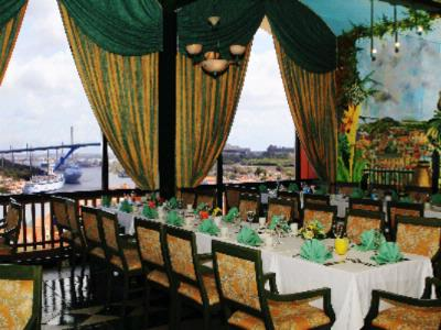 Meet Dine & Celebrate In Our Penthouse Ballroom 4 of 9