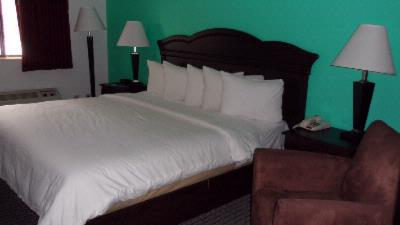 King Size Bed Room 7 of 18