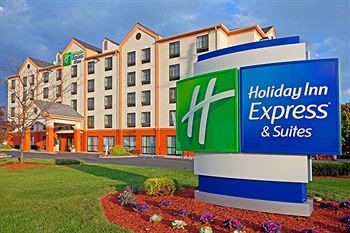 Holiday Inn Express & Suites Meadowlands Area 1 of 3