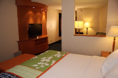 All Of Our King Suites Include Comfortable Bedding And 37 Inch Flat Screen Tv\'s. 4 of 7