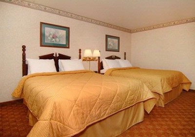 Quality Inn Guest Room With Two Queen Beds 4 of 10