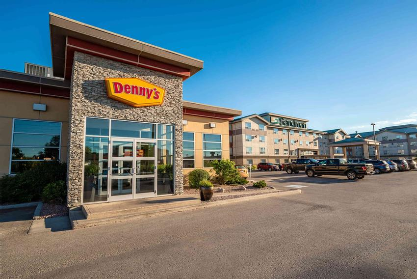 Denny\'s Restaurant (On Site 24hrs) 8 of 15