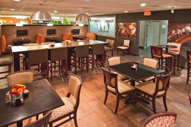 Cafe 372 Hotel Restaurant And Bar. Come Join Us For A Drink 11 of 18