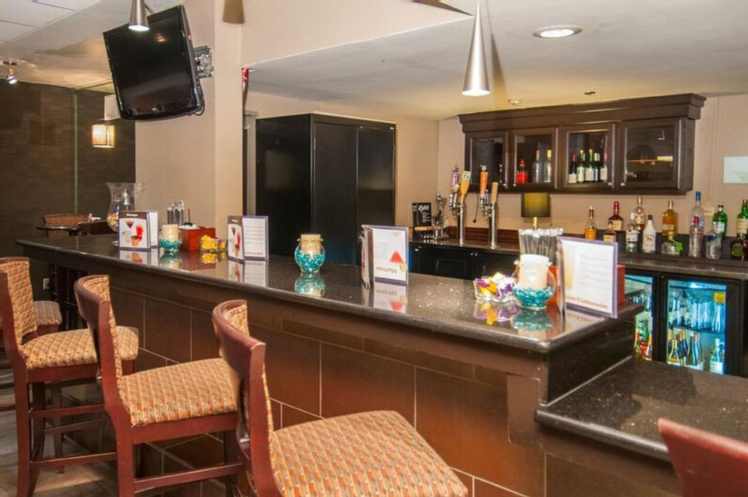 Cafe 372 Hotel Restaurant And Bar. Come Join Us For A Drink 22 of 28