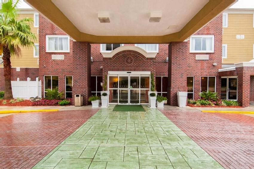 Holiday Inn & Suites Of Slidell Welcoming Entry Way 24 of 28