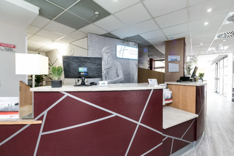 Front Desk 24 of 26
