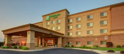 Holiday Inn & Suites Green Bay Stadium 1 of 13